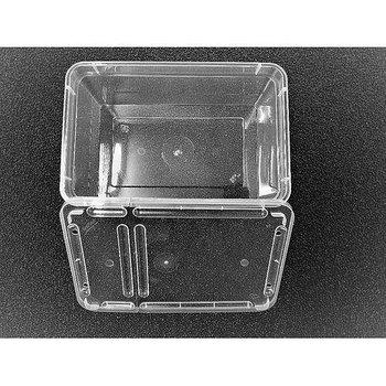 Plastbox med hål i locket