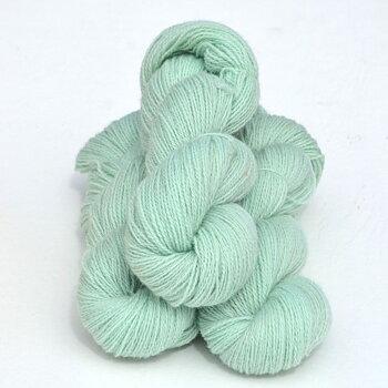 2 tr Ull 3171 Mintgrön på vit ull