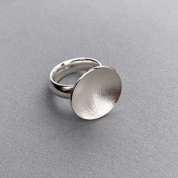 Ring  geprägtes Blatt