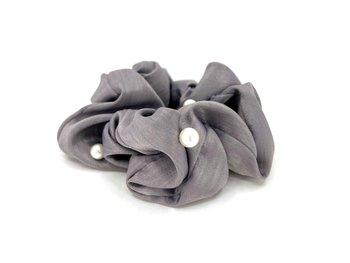 Charisma Hair Accessories Pearl Scrunchies Grey