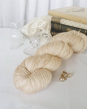 Emelilyknits Dreamy Silk 100g  Glamour