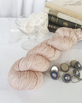 Emelilyknits Dreamy Silk 100g  Loveliness