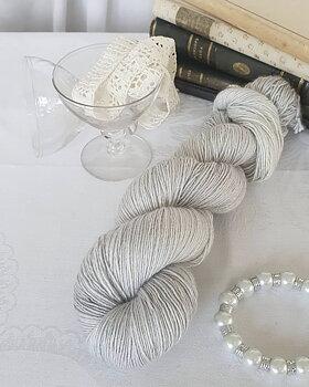 Emelilyknits Dreamy Silk 100g  Finesse